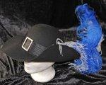 Leichter Musketierhut echter Wollfilz mit Hutband, Schnalle und 2 Straußenfeder