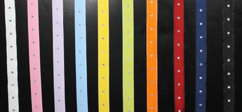 Zierband rot mit Silberpunkte, 100% PES, 30° Waschbar, Bügelstufe • 20-M-Karte